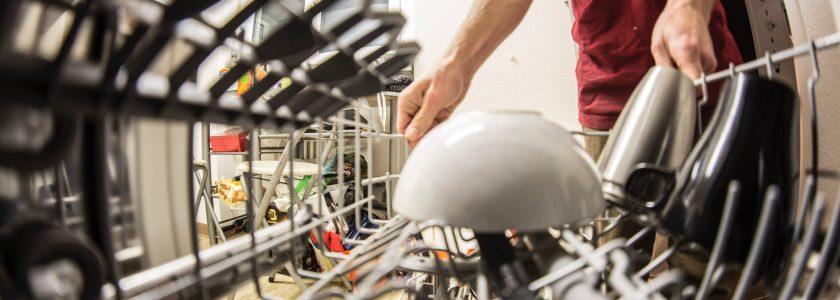 10 mituri despre mașina de spălat vase pe care nu trebuie să le crezi