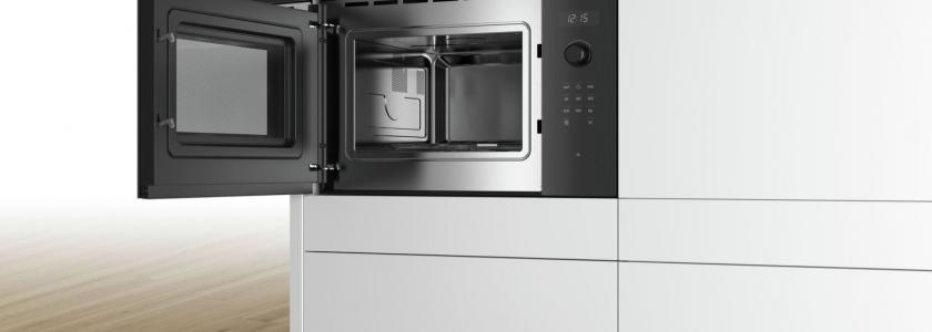 Cum să cureți corect cuptorul cu microunde?
