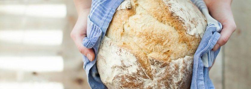 Pâinea de casă, cea de toate zilele: secretele și istoria din spatele rețetelor unui produs gustos și natural